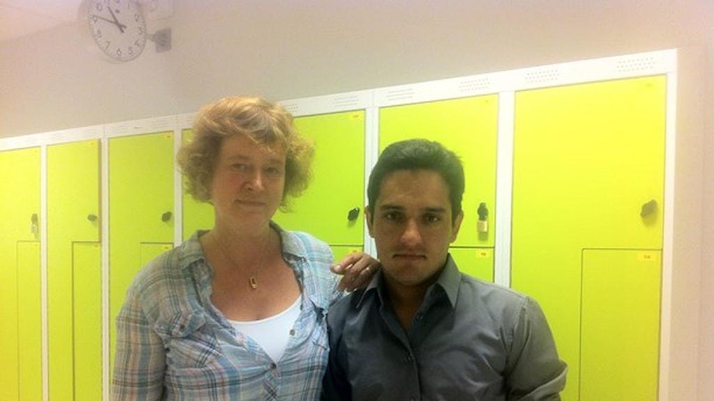 آموزگار اوا آکسلس سون و دانشآموز محمد قسیم. عکس: الینوراریکسون. رادیو سوئد