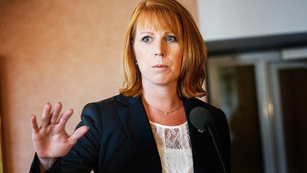 أنيي لوف رئيسة حزب الوسط جددت رفضها للمشاركة في حكومة ستيفان لوفين. صورة: وكالة الأنباء السويدية.