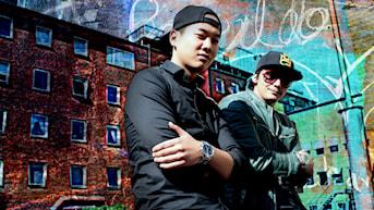 DJ Kwick & DJ Cuervo står för musiken i kvällens DJ-show. Foto: Stephanie Londez/SR