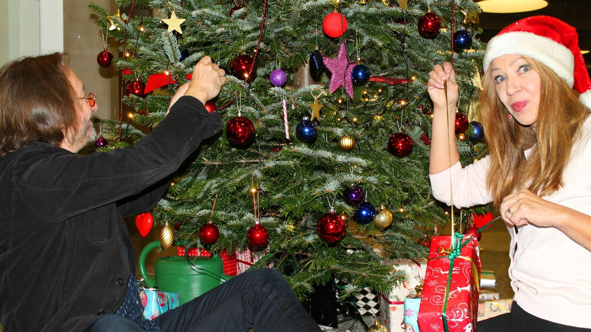 Puhelinlangat laulaa jouluterveisiä
