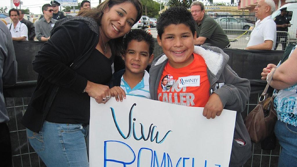 Stödet stiger för republikanska presidentaspiranen Mitt Rommey inför primärvalet i Florida. Jamie Solis, lärare i Hialeah utanför Miami, lägger sin röst på Romney idag. Foto: Ginna Lindberg/Sveriges Radio.