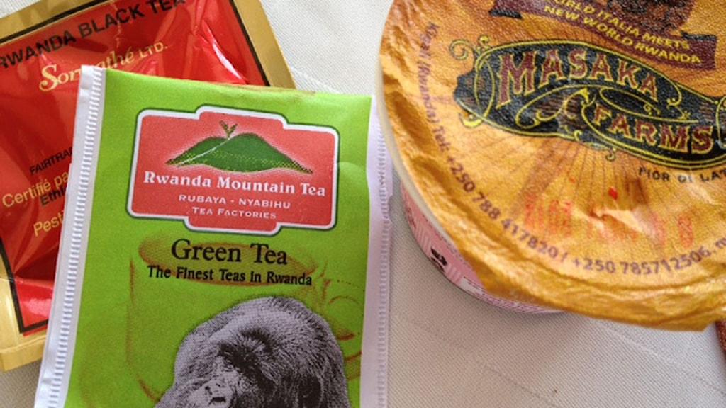 Te och yoghurt som tillverkats i Rwanda. Foto: Maria Sjöqvist/Sveriges Radio