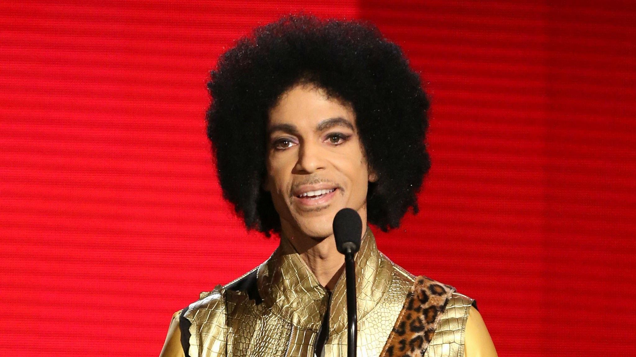 Prince är död! Micke Cederberg blickar bakåt och minns hitmaskinen Prince.