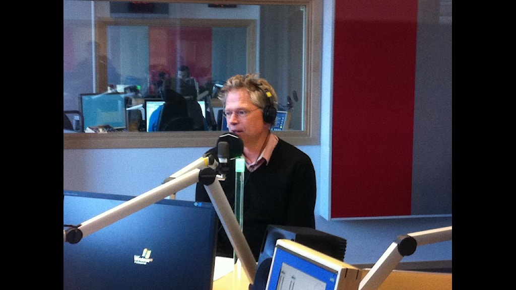 Björn Ola Linnér under sändning från studion i Norrköping. Foto: SR/Zetterstén