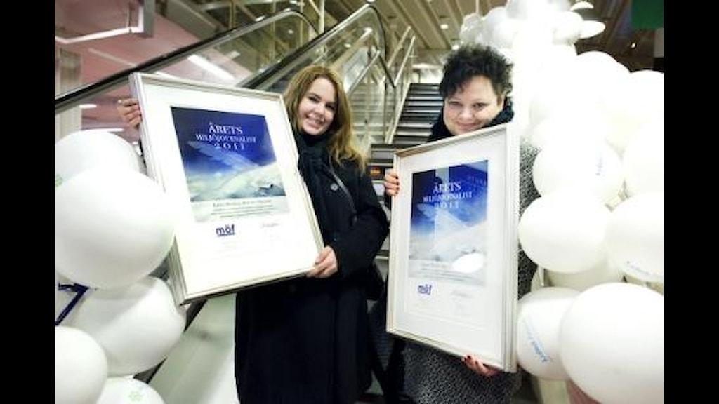 Linda Danhall och Lotta Nilsson blev ordentligt firade när de landade i Luleå. Foto: NSD/ Pär Bäckström