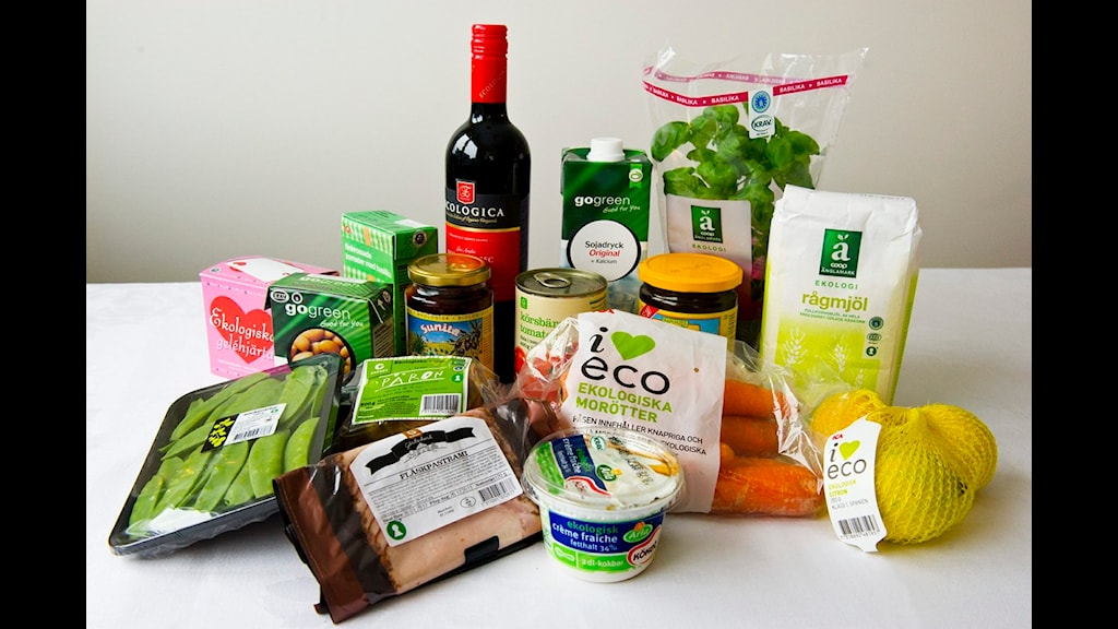 Omkring 3-4 procent av den mat som säljs i Sverige är ekologisk. Foto: Scanpix/ Claudio Bresciani