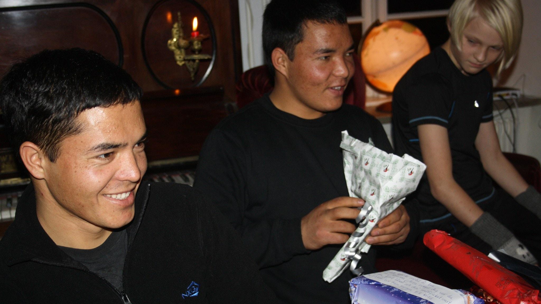 Två afghanska brorsor i familjen