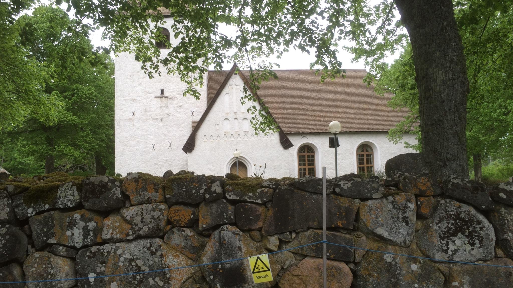 Vad ska vi göra med alla tomma kyrkor?