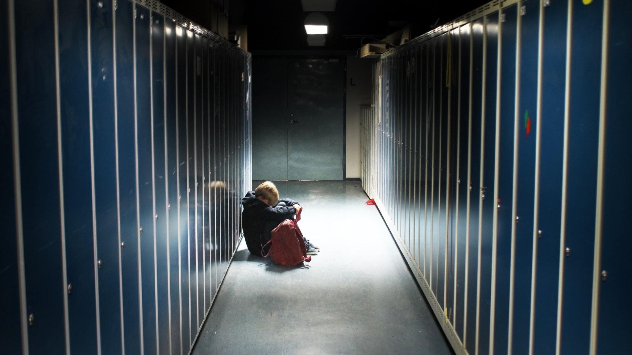 Fallet Oscar: Nioåring nedlagd och fasthållen i skolan