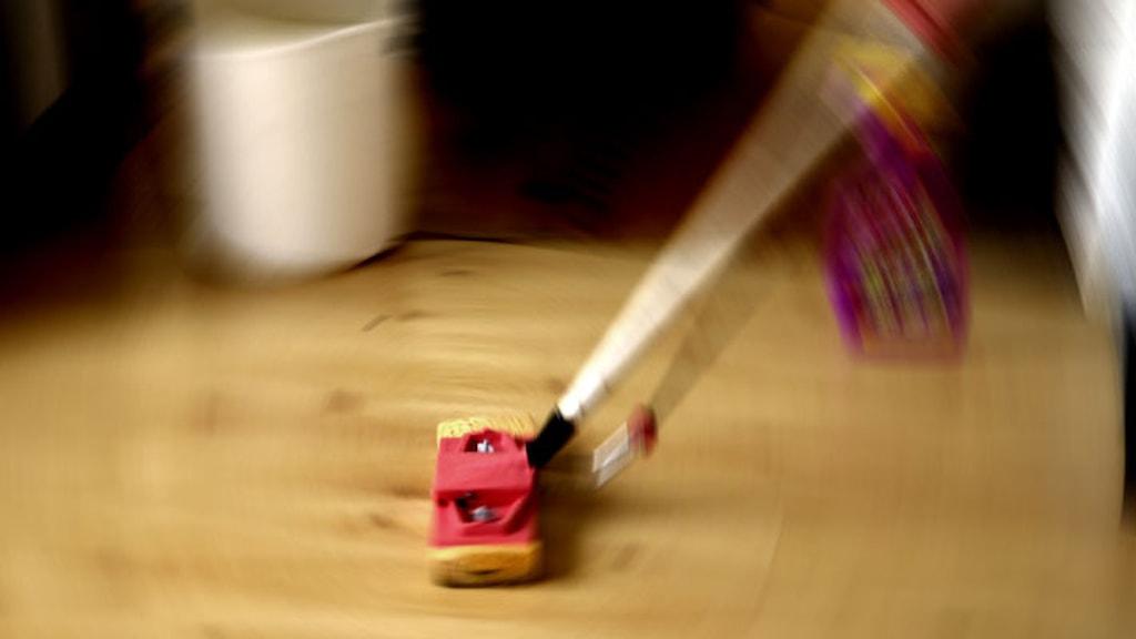 Städning av golv Foto. Hasse Holmberg / TT