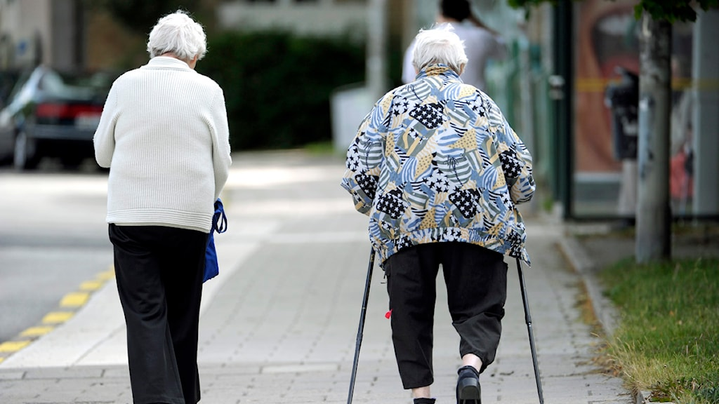 Pensionärer ute och går. Foto: Janerik Henriksson/Scanpix.