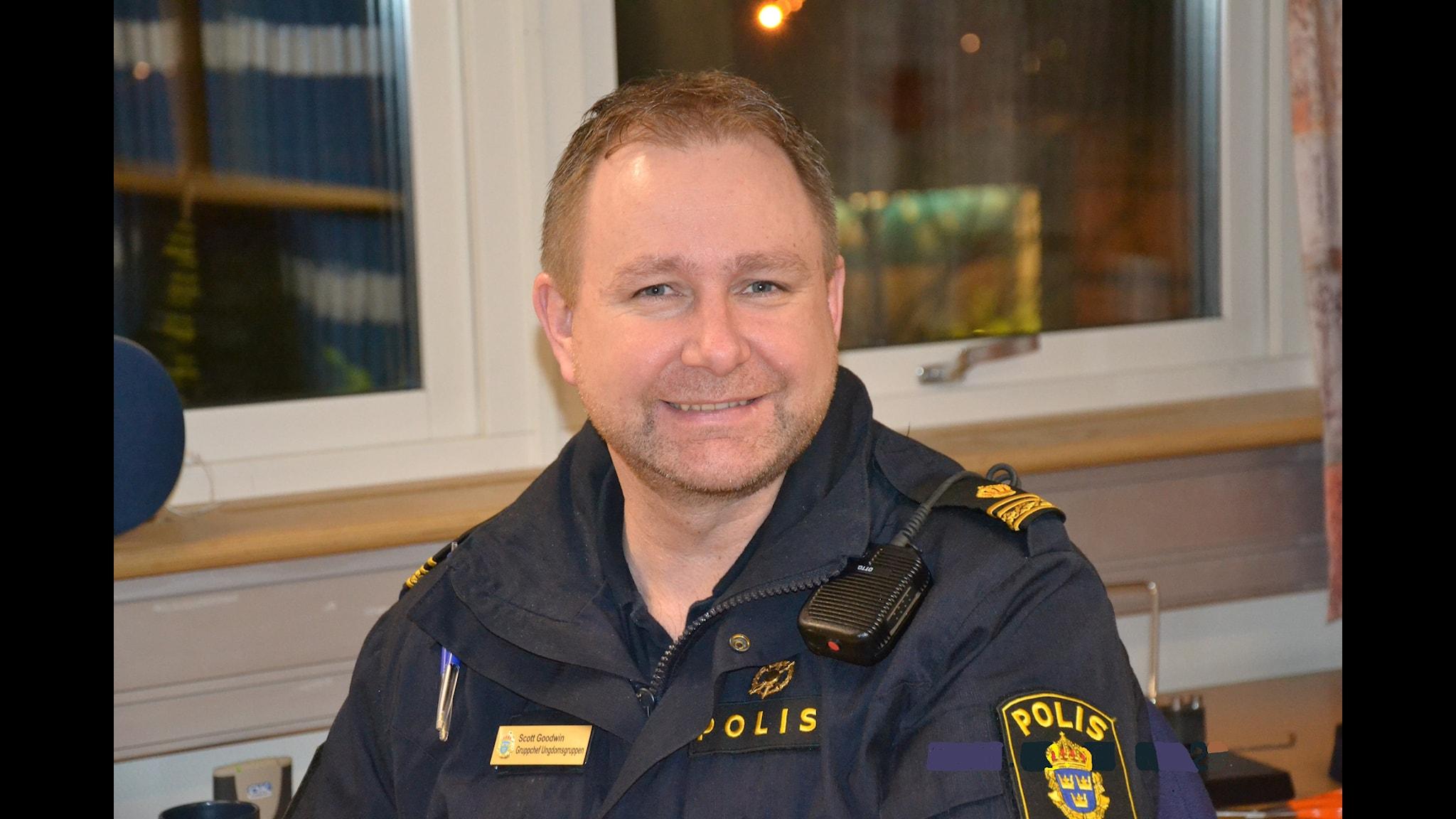 Från Facebook till Hallå P3: polisen Scott Goodwin!