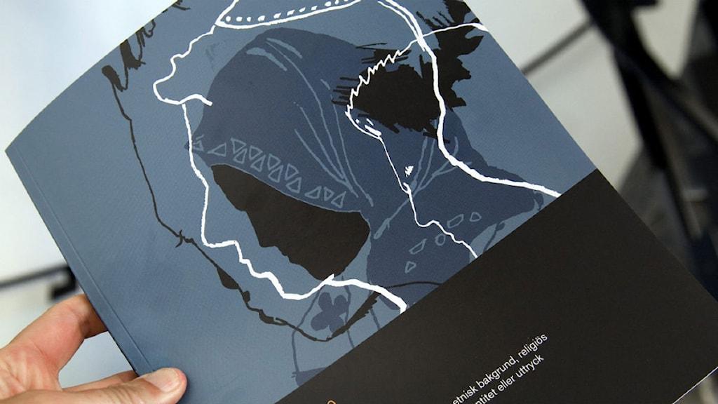En av Brottsförebyggande rådet BRÅ:s årliga rapporter om hatbrottsstatistiken i Sverige. Foto:Maja Suslin/SCANPIX