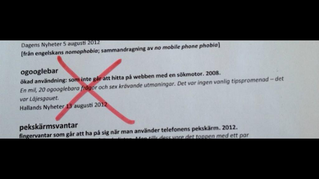 2012 års nyordslista, där ordet nu är borttaget. Foto: Anna Lena Ringarp/Sveriges Radio.