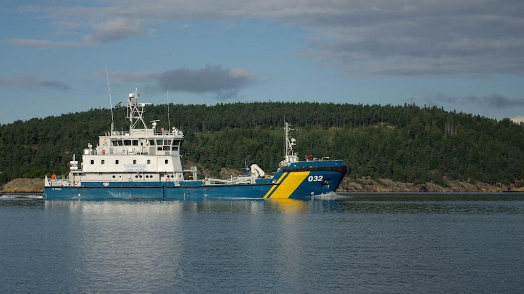 Ett 50 meter långt kustbevakningsfartyg användes i studien kring fisk och buller. Foto: Pelle Zettersten/ Sveriges Radio