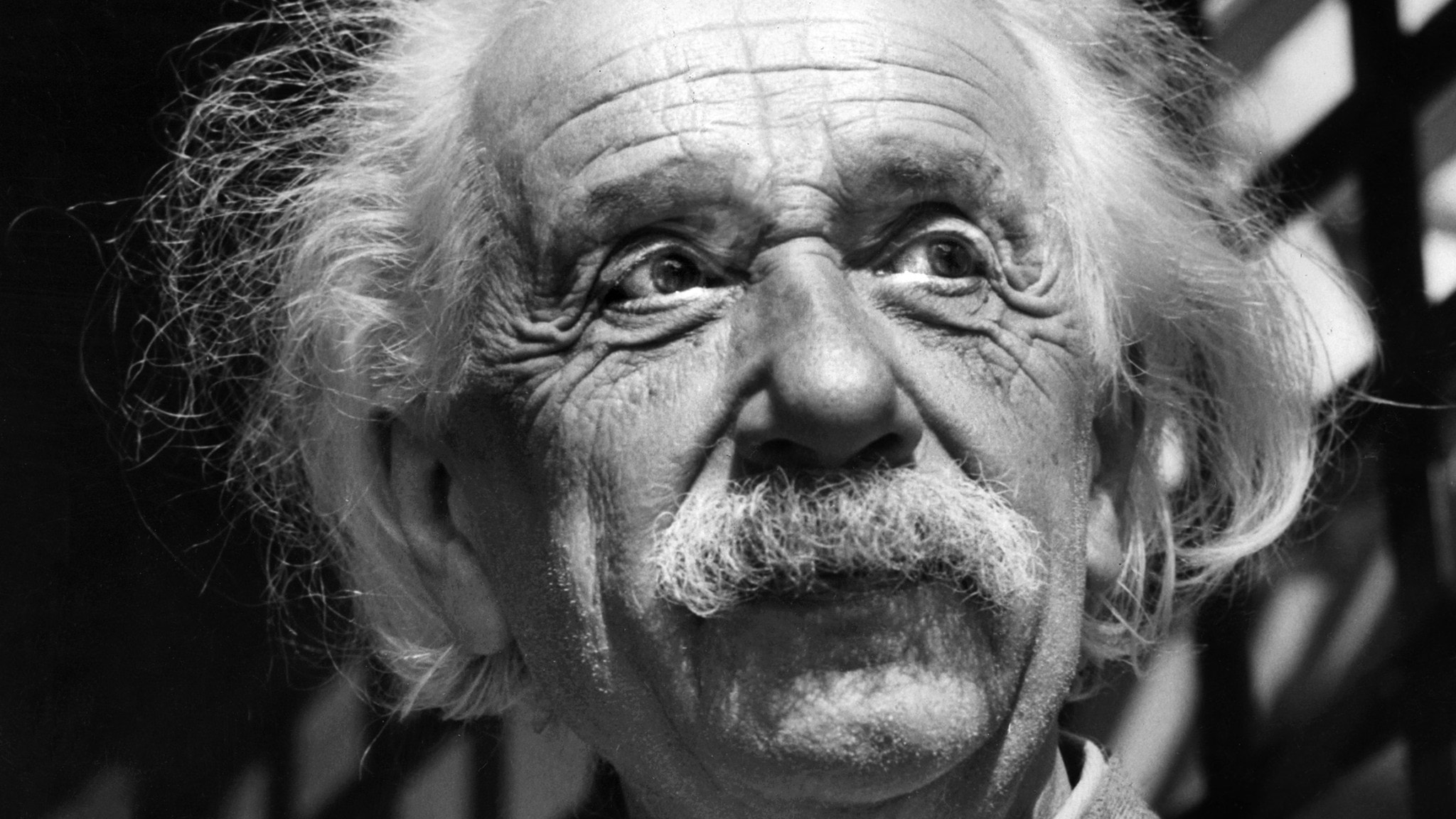 Einsteins relativitetsteori fyller 100 år (R) - spela