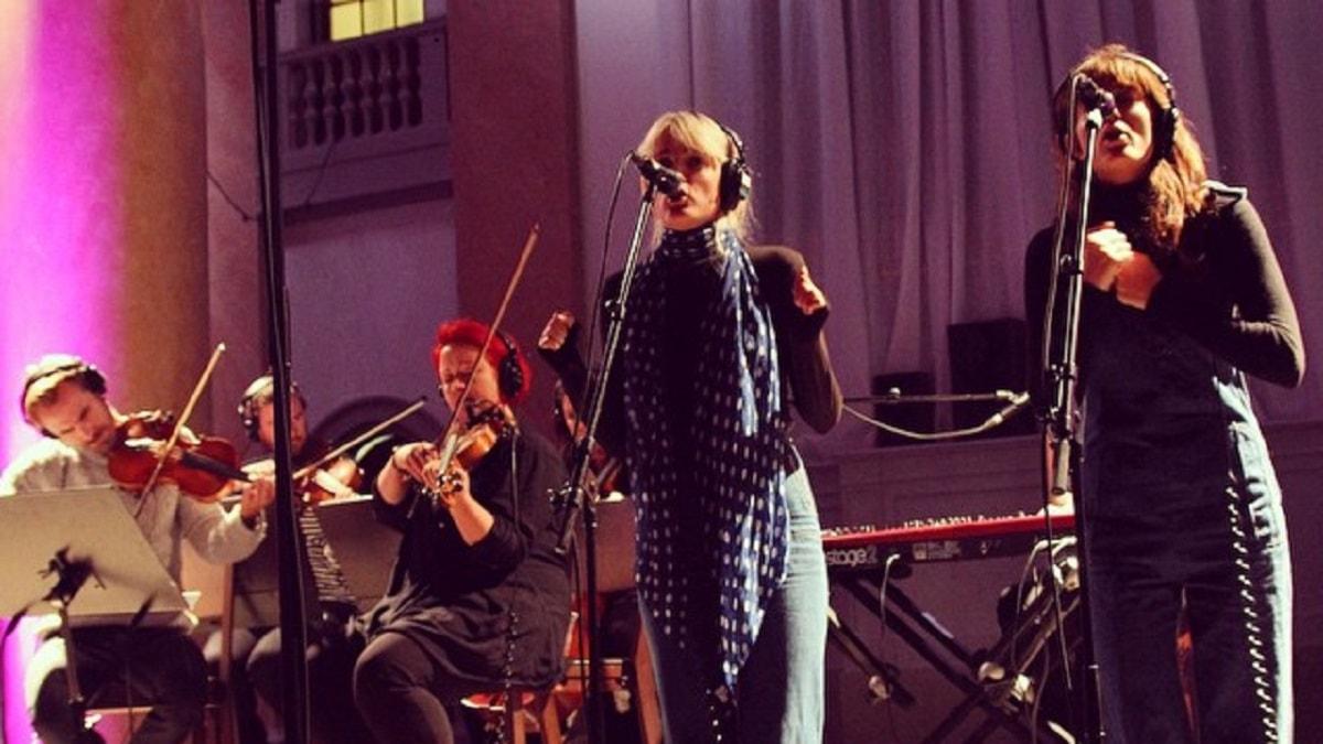 Say Lou Lou och Stockholm Strings i unik direktsändning från kyrka i Stockholm