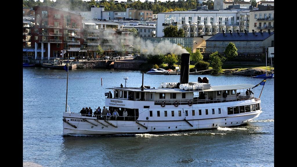 200-åriga ångbåten tuffar på
