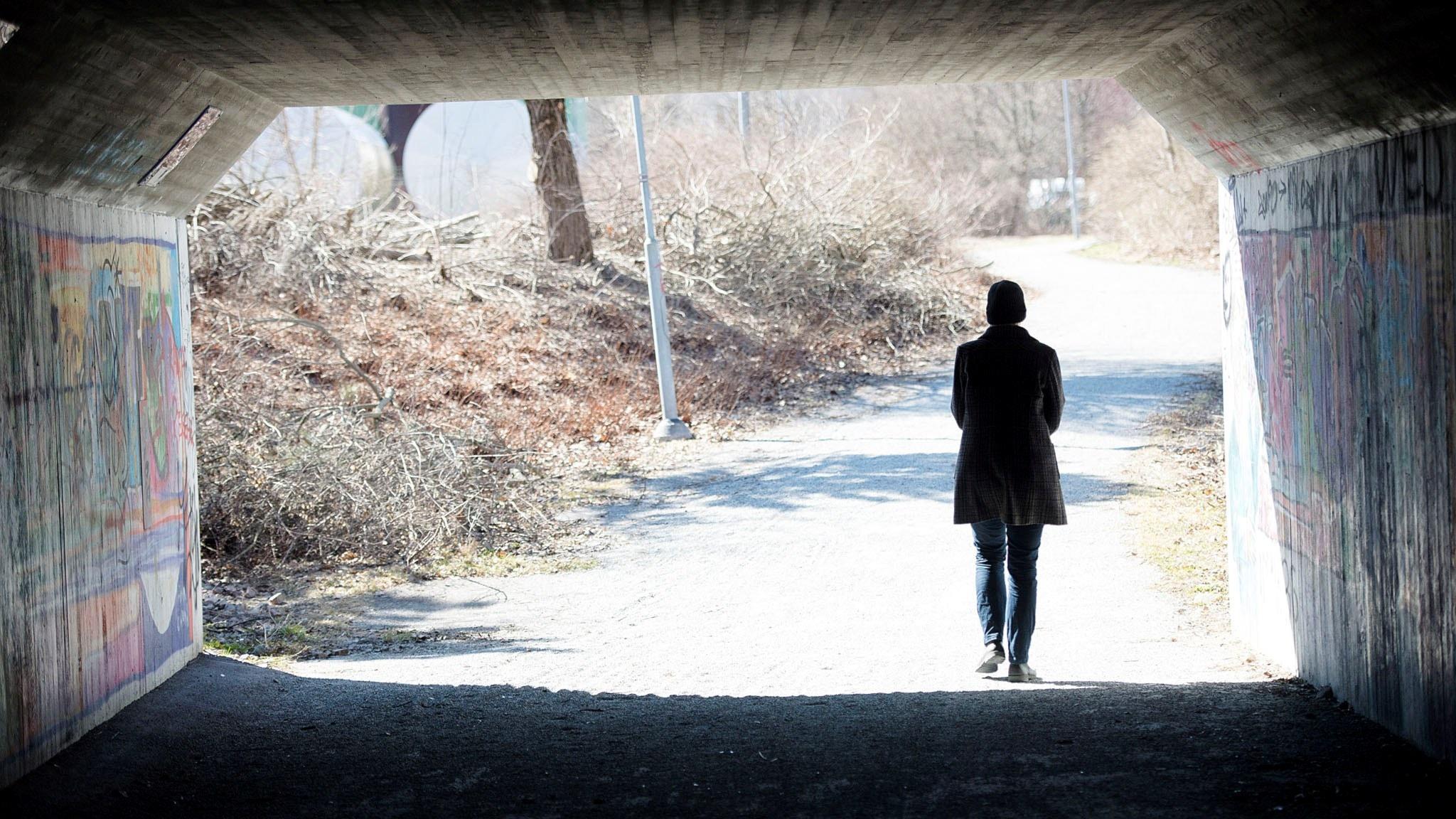 Ensam, själv och allena - vad är skillnaden?