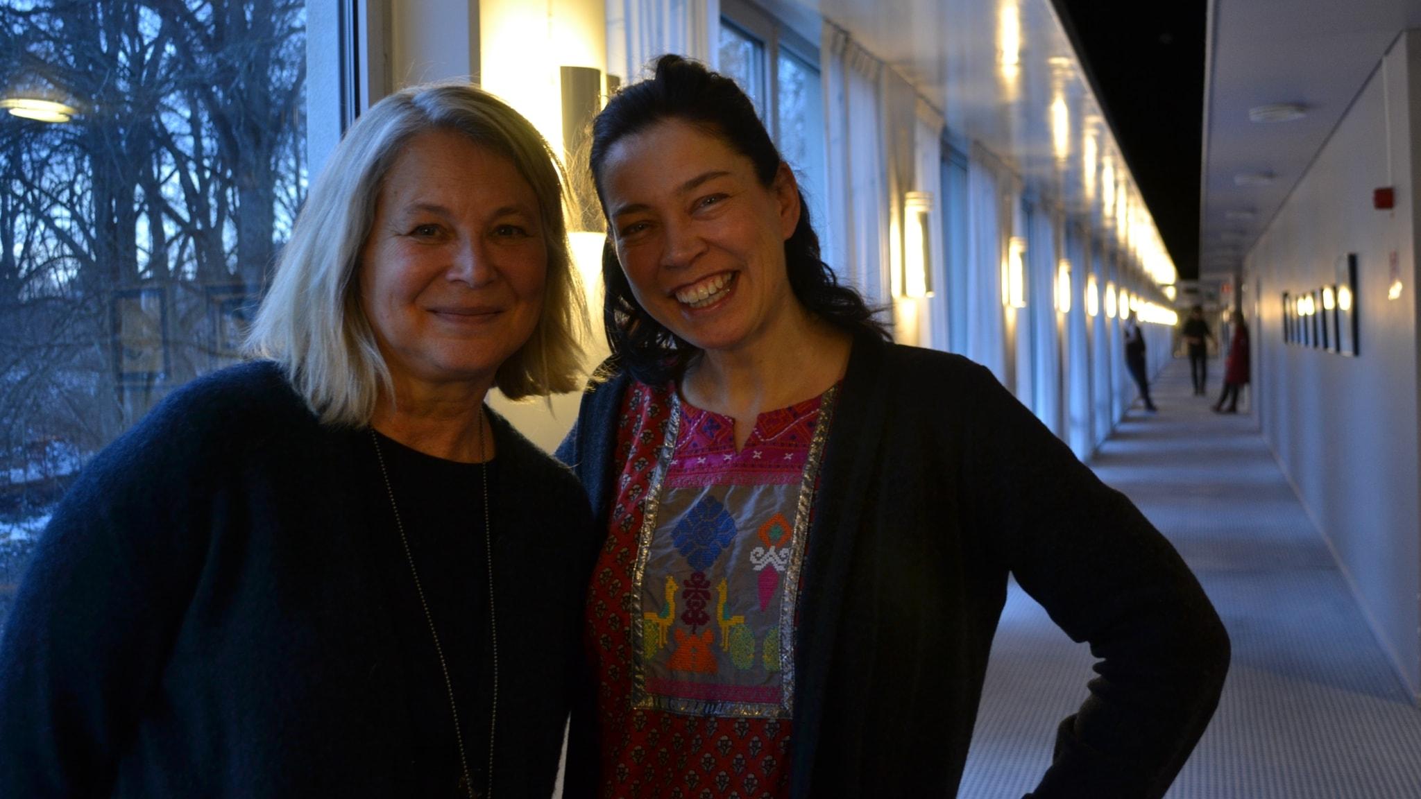 Vi träffar Helena von Zweigbergk och Karolina Ramqvist - och funderar på tryck i textrader när döden är nära.
