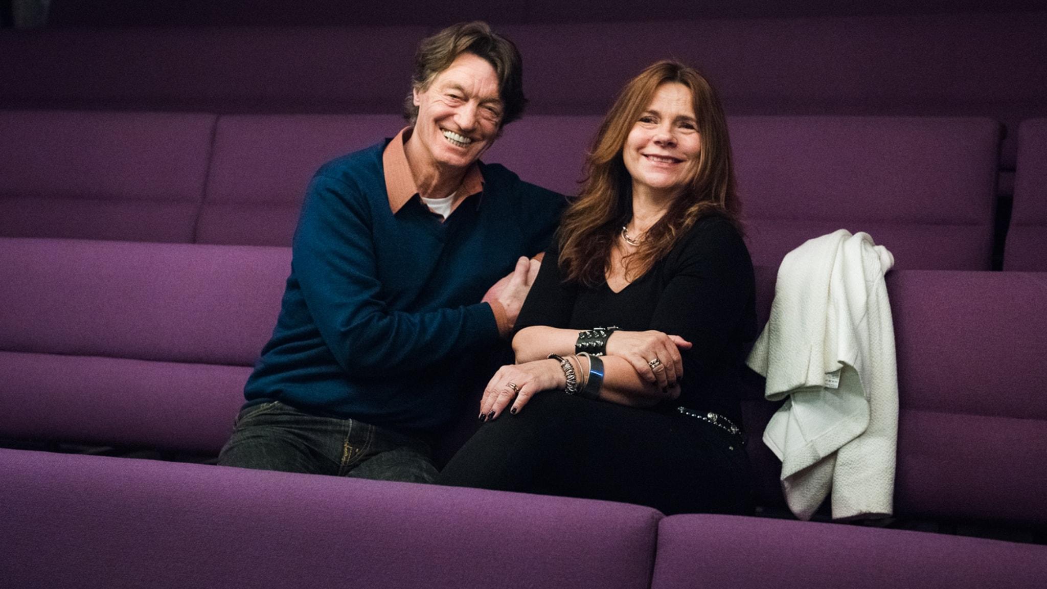 Katarina Hahr möter skådespelaren Johannes Brost i ett samtal om kärlek