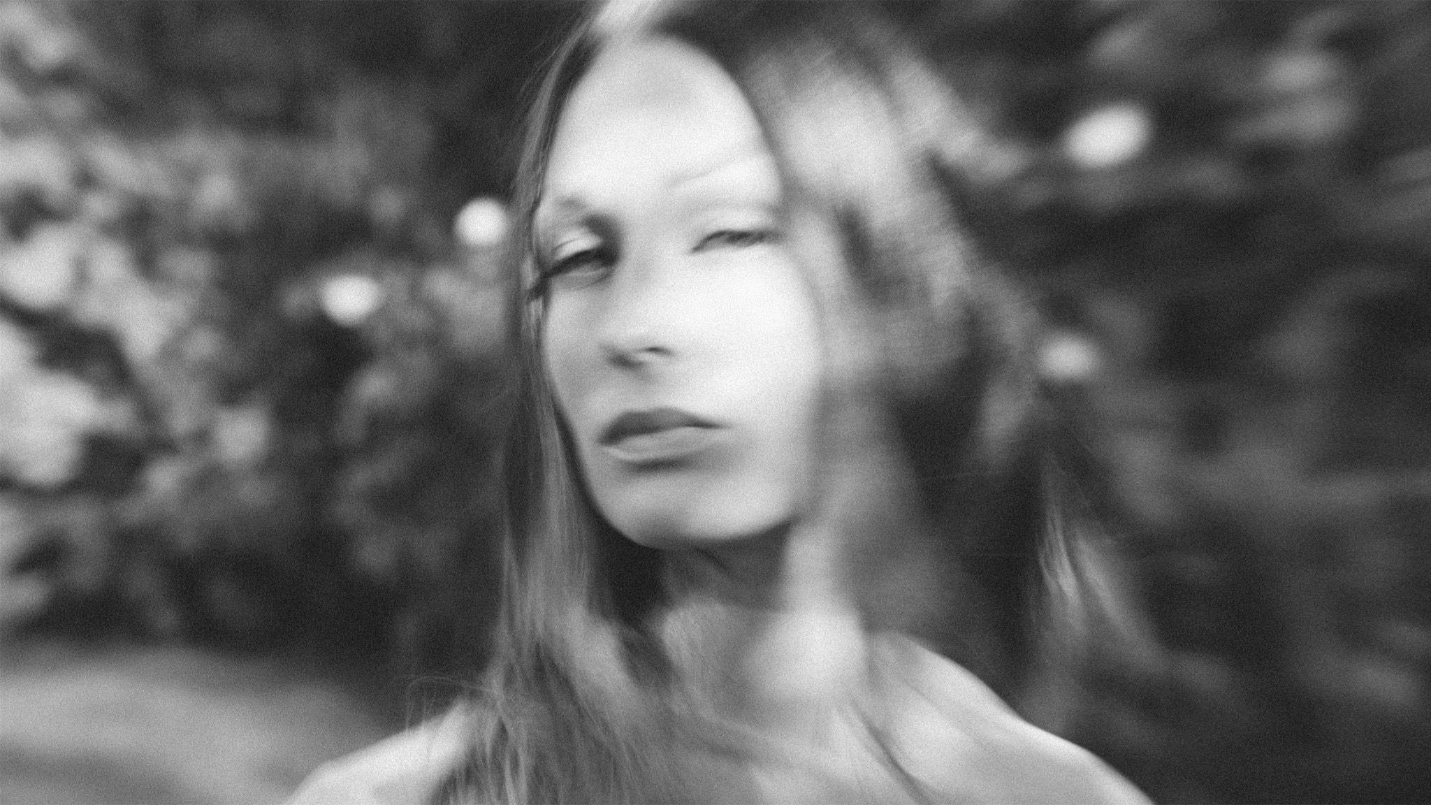 Linny Hex med svensk, mörk och svettig techno