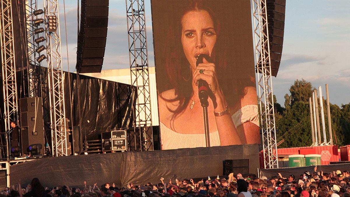 Lana Del Rey gör Bråvallas lugnaste men mäktigaste spelning