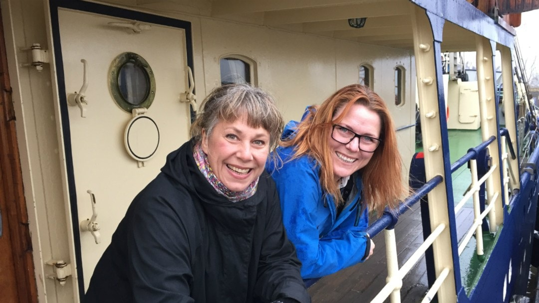 Stina och Pernilla som är hemma till havs