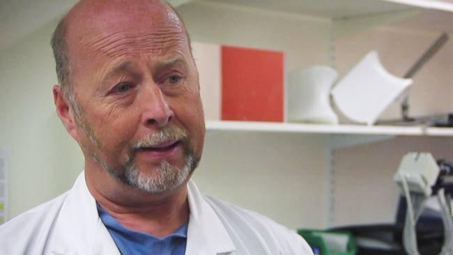 Gunnar Kratz bygger nya penisar och vaginor