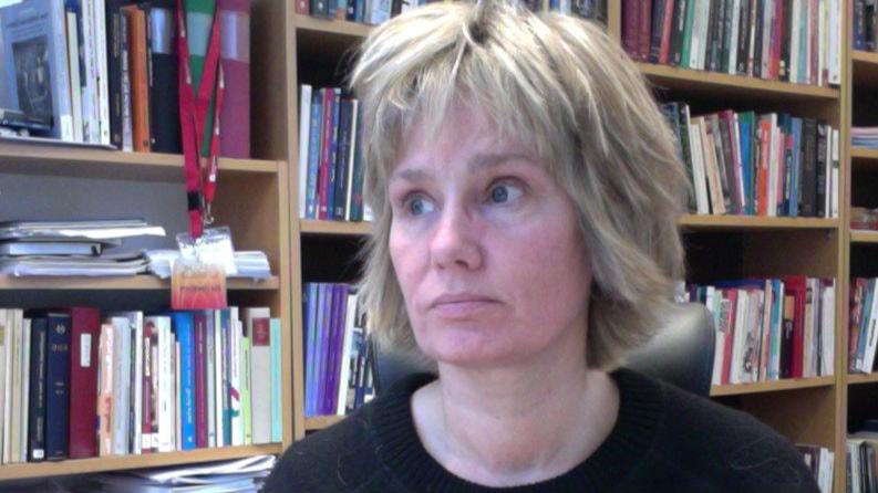 Hon skriver bok om aktiveringsinspektörerna - en bortglömd yrkesgrupp