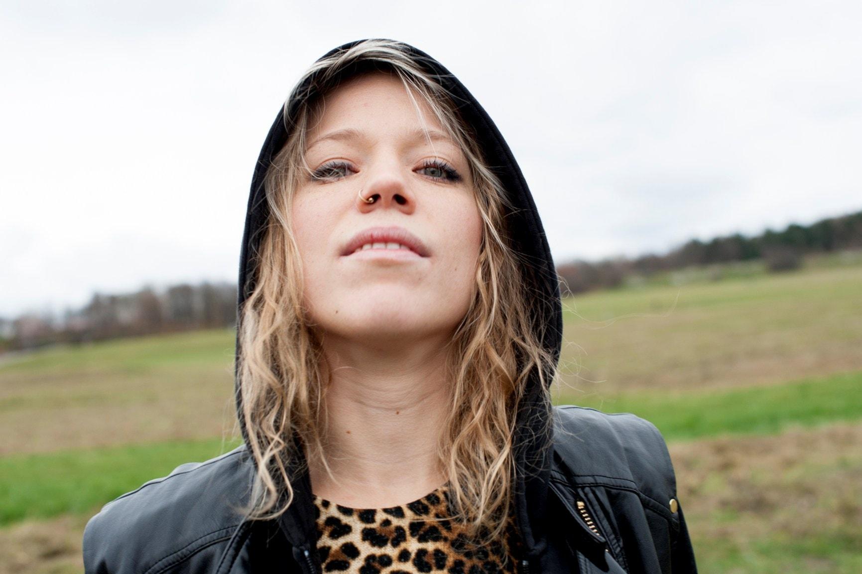 Nominerad till Sveriges Radios Novellpris. Hjälten Josef Schultz på fotografiet av Olivia Bergdahl i uppläsning av Tomas von Brömssen.