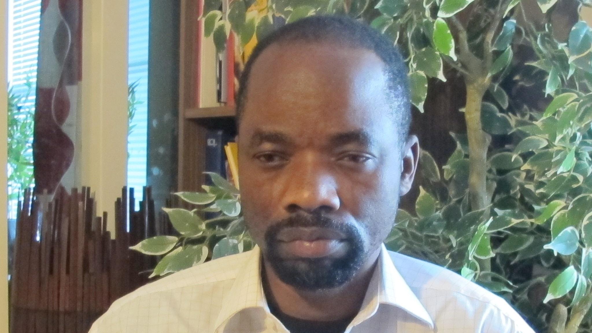Pastor Jean blir utvisad tre gånger