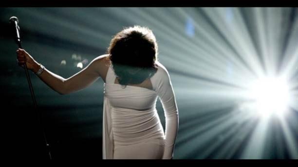 Whitney Houston – Krig och kärlek