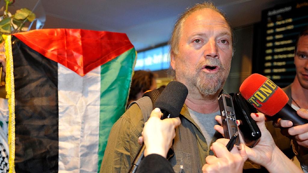 Musikern och konstnären Dror Feiler kritiserar de israeliska myndigheternas bild av vad som hände vid bordningen.