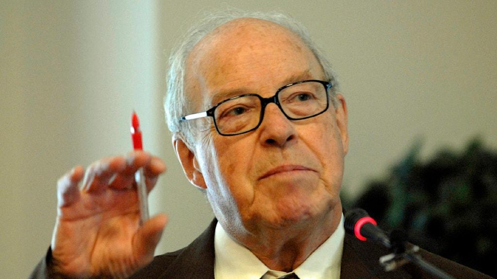 Hans Blix som var chef för FN:s vapeninspektörer. Foto: AP/Thierry Charlier