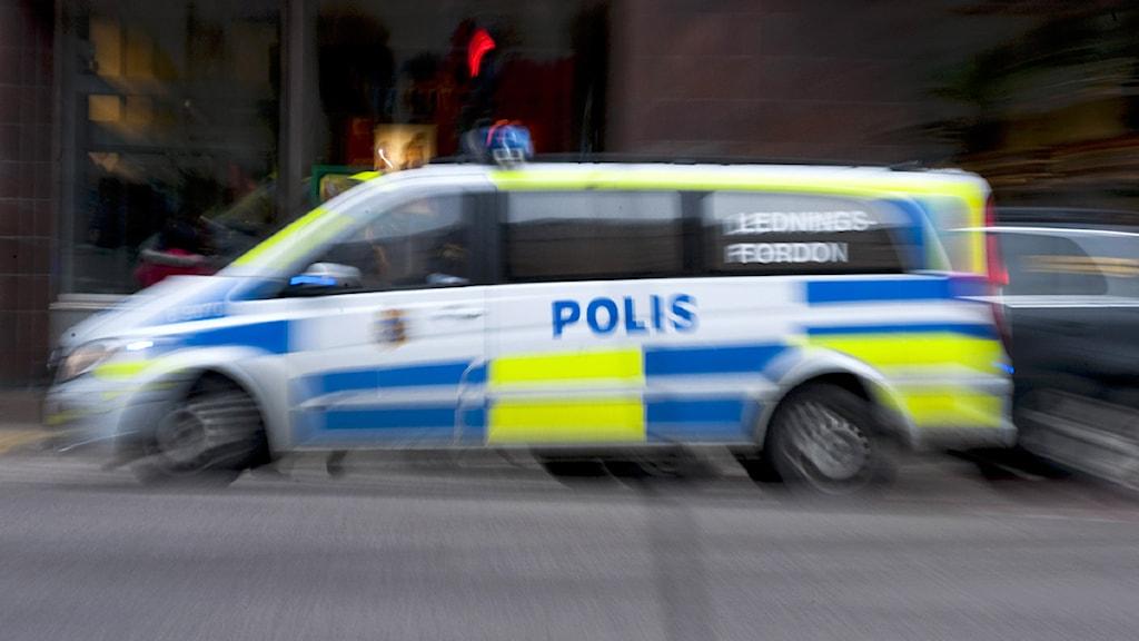 En polisbil under utryckning. Foto: Bertil Ericson/Scanpix.