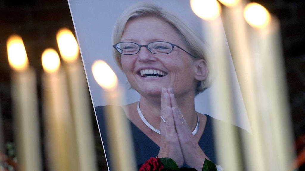 Candles for Anna Lindh during the memorial at Stockholm City Hall on September 19, 2003. Photo: Fredrik Sandberg/Scanpix