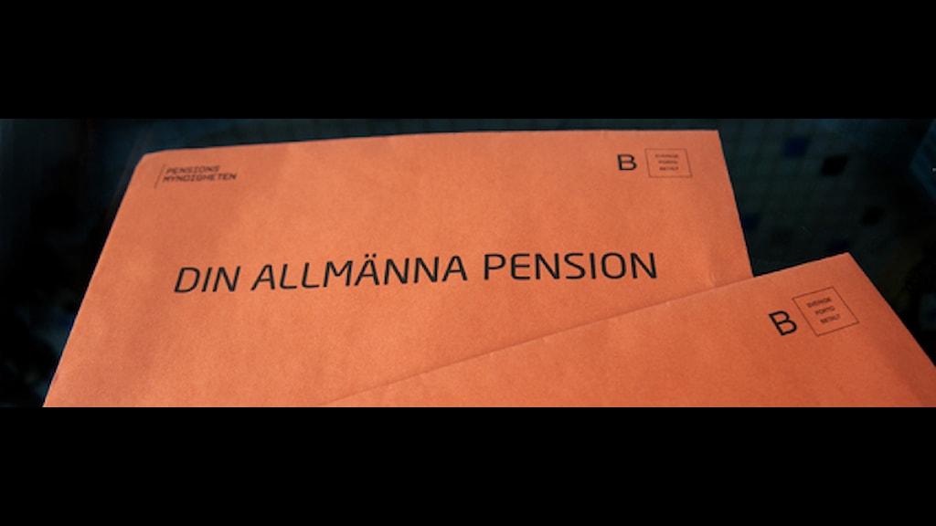 Pensionsbesked i orange kuvert. Foto: Maja Suslin/Scanpix.