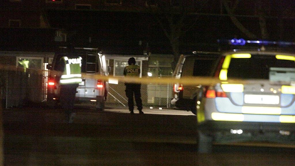 Strax efter att mannen sköts ihjäl hördes en explosion från en polisstation i närheten. Foto: Drago Prvulovic/Scanpix.