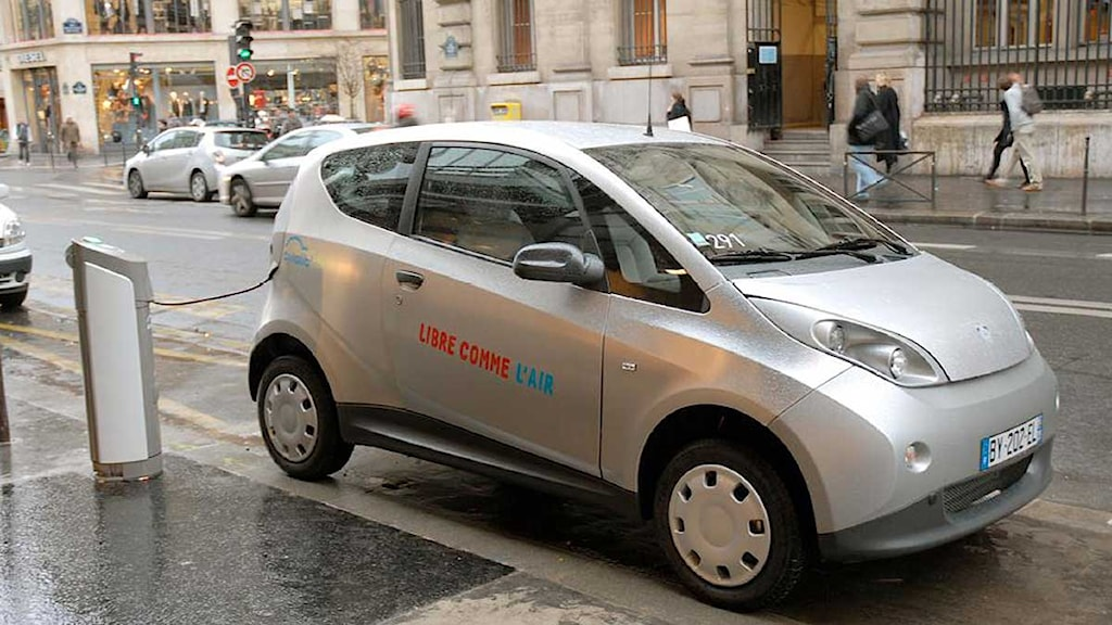 En elbil inom bilpoolen Autolib i Paris. Foto: Niklas Zachrisson/Sveriges Radio.