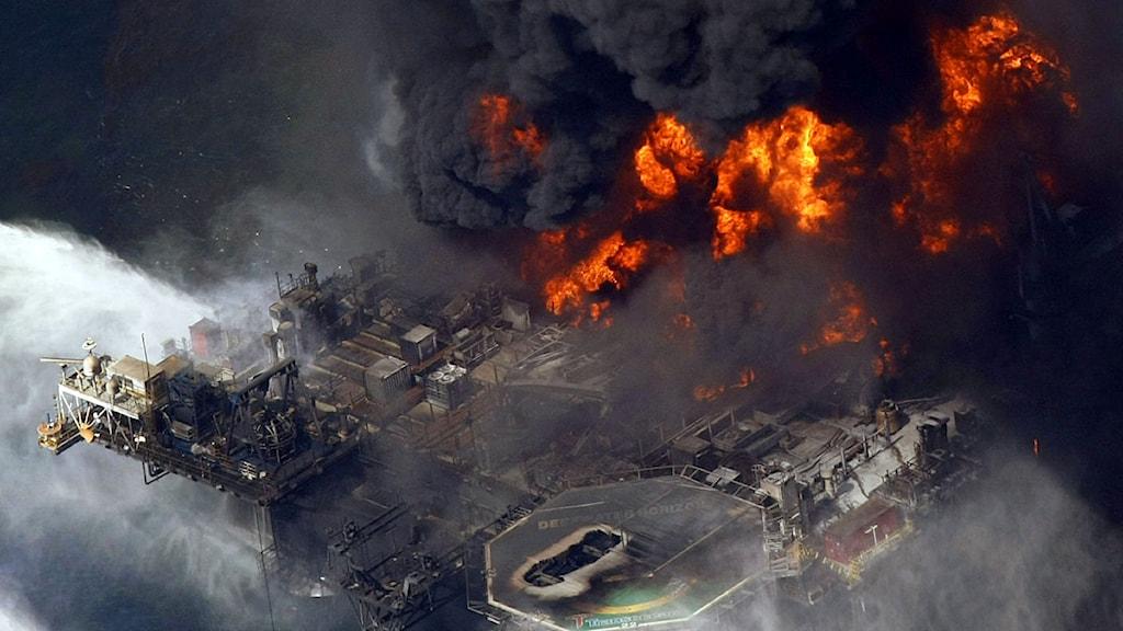 Oljeriggen Deepwater Horizon i Mexikanska golfen exploderade den 20 april 2010. Foto: Gerald Herbert/Scanpix.