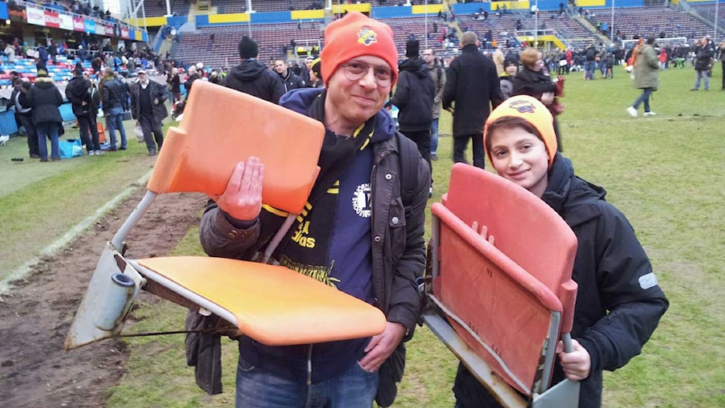 Fans sought for the seats they had known for so long. Here Thomas and Dennis Neuman with their seats. Photo: Bengt Hansell/Sveriges Radio
