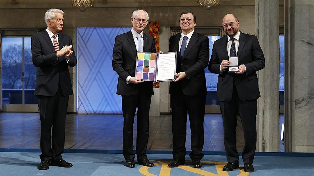 EU:s representanter Barroso, Van Rompuy och Schultz mottar Nobels fredspris. Foto: Cornelius Poppe/Scanpix.