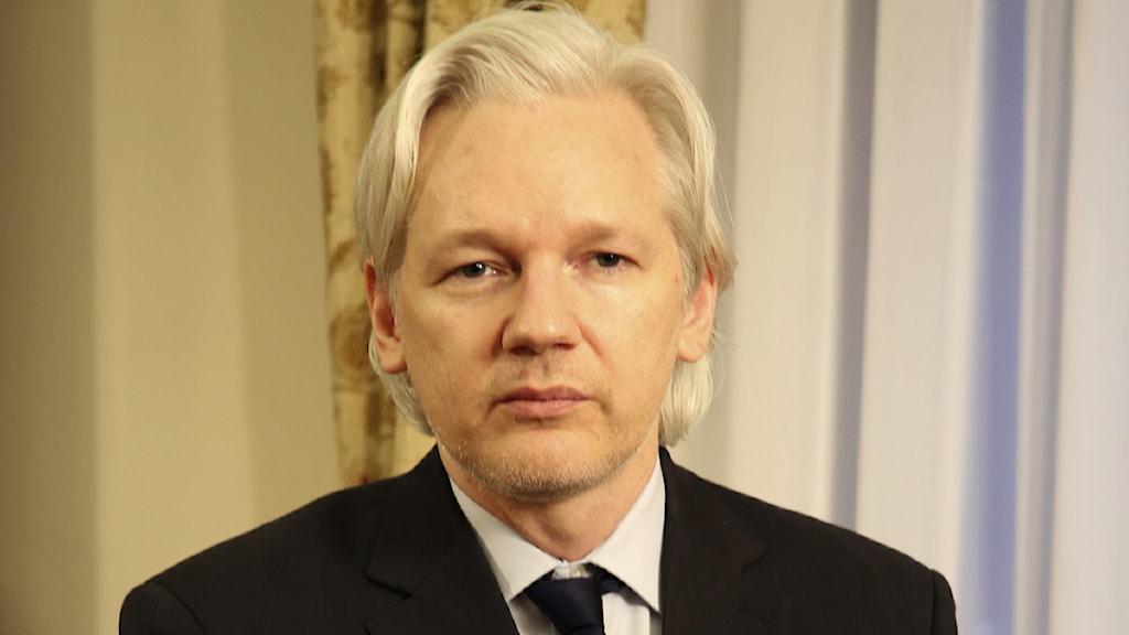 Julian Assange på Ecuadors ambassad i London. Foto: Scanpix