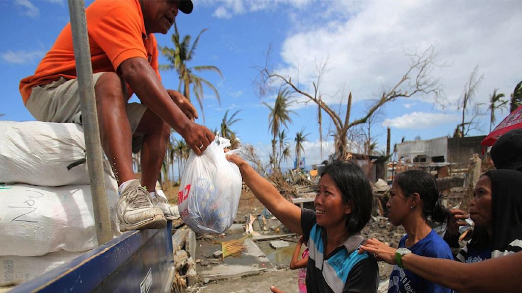 Filippinerna, räddningsinsats, nödhjälp