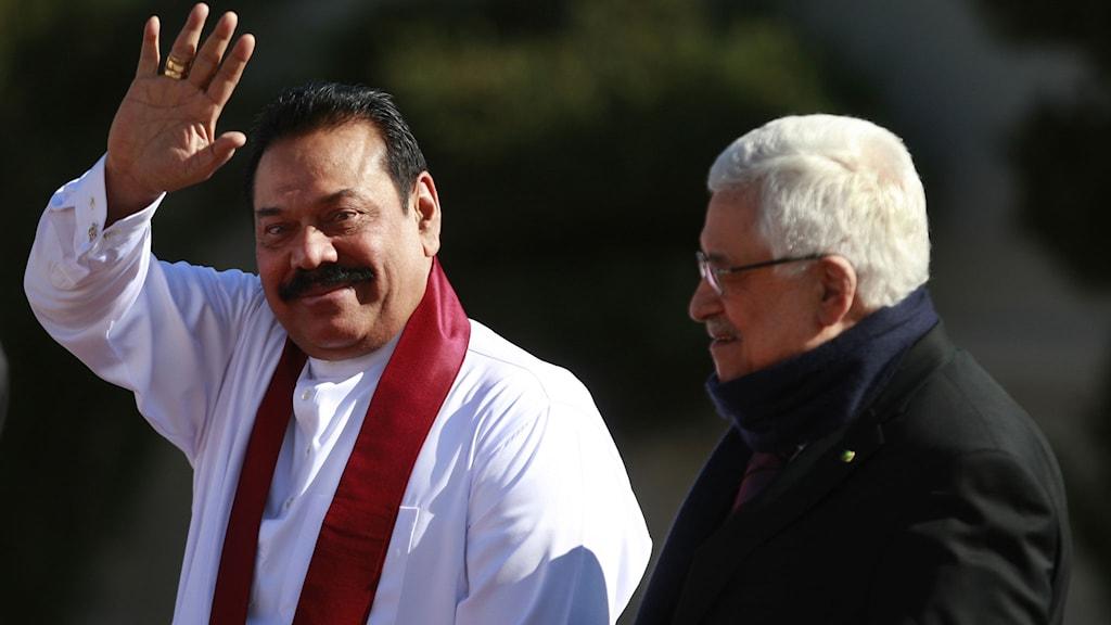 Sri Lankas president Mahinda Rajapaksa tillsammans med palestinas president Mahmoud Abbas. Foto: Majdi Mohammed/TT.