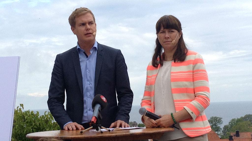MPs språkrör Åsa Romson och Gustav Fridolin på Miljöpartiets dag i Almedalen 2014. Foto: Sveriges Radio
