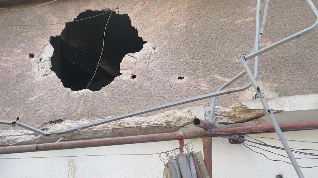 I den här gränden slog en granat ner. Foto: Katja Magnusson/Sveriges Radio.