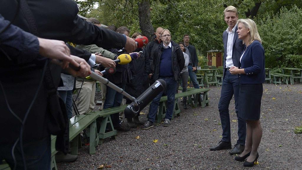Per Bolund (MP) och Magdalena Andersson (S) mötte pressen. Foto: Janerik Henriksson/TT
