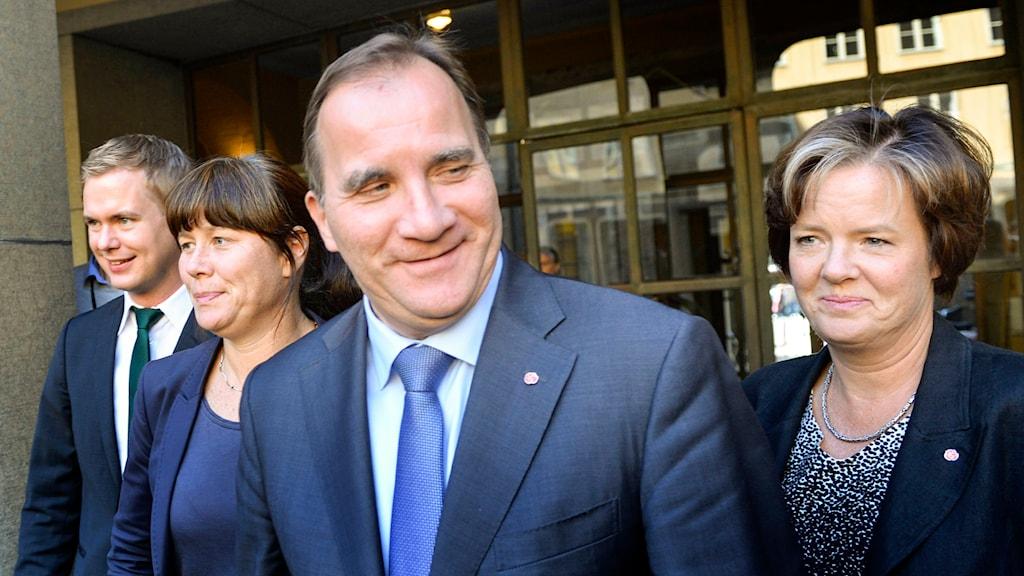 Gustav Fridolin (MP) och Åsa Romson (MP) bredvid Stefan Löfven (S) och Carin Jämtin (S). Foto: TT